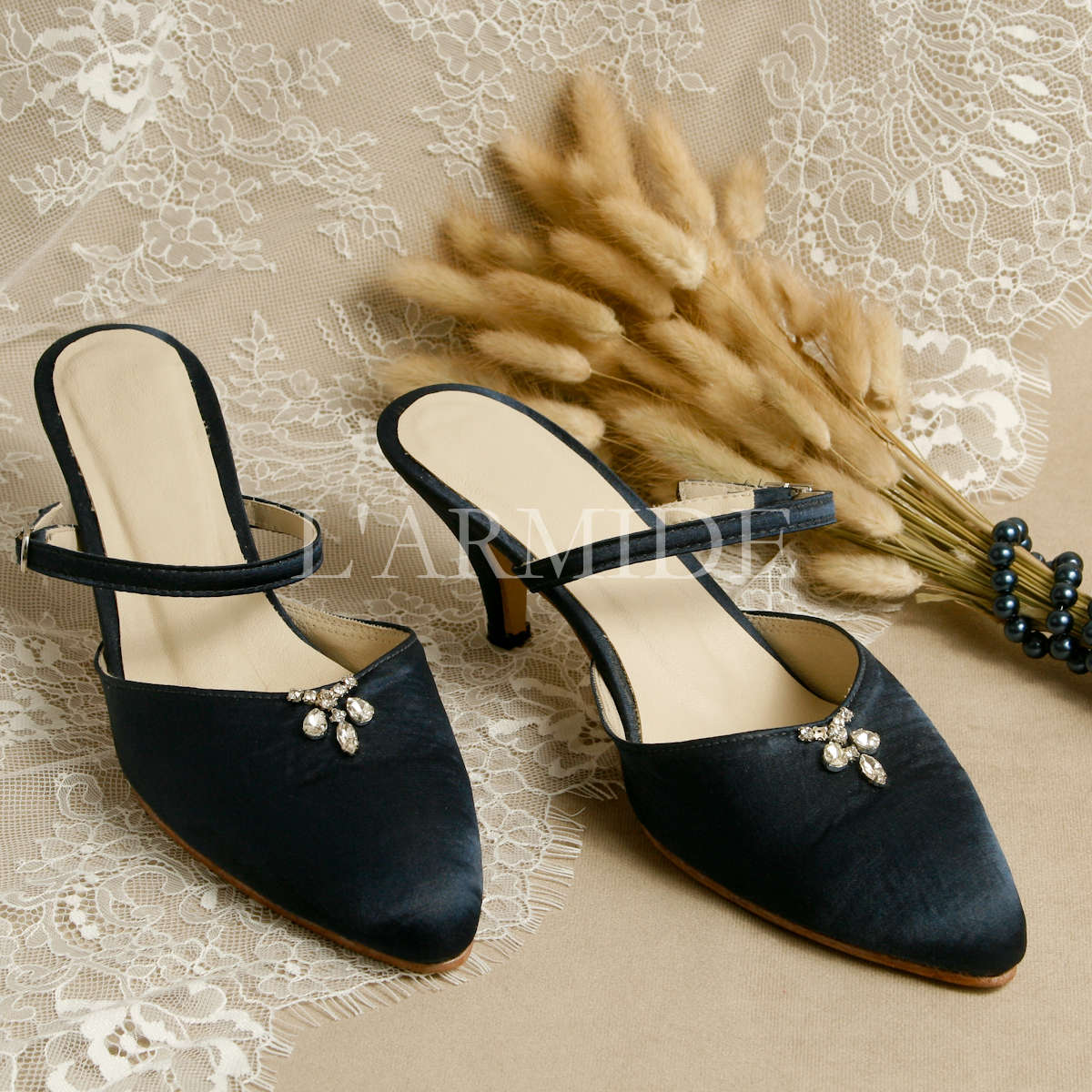 zapatos-de-novia-kitten-heels-raso-azul-broche-strass-buenos-aires-argentina-larmide-1200-_MG_3473.jpg